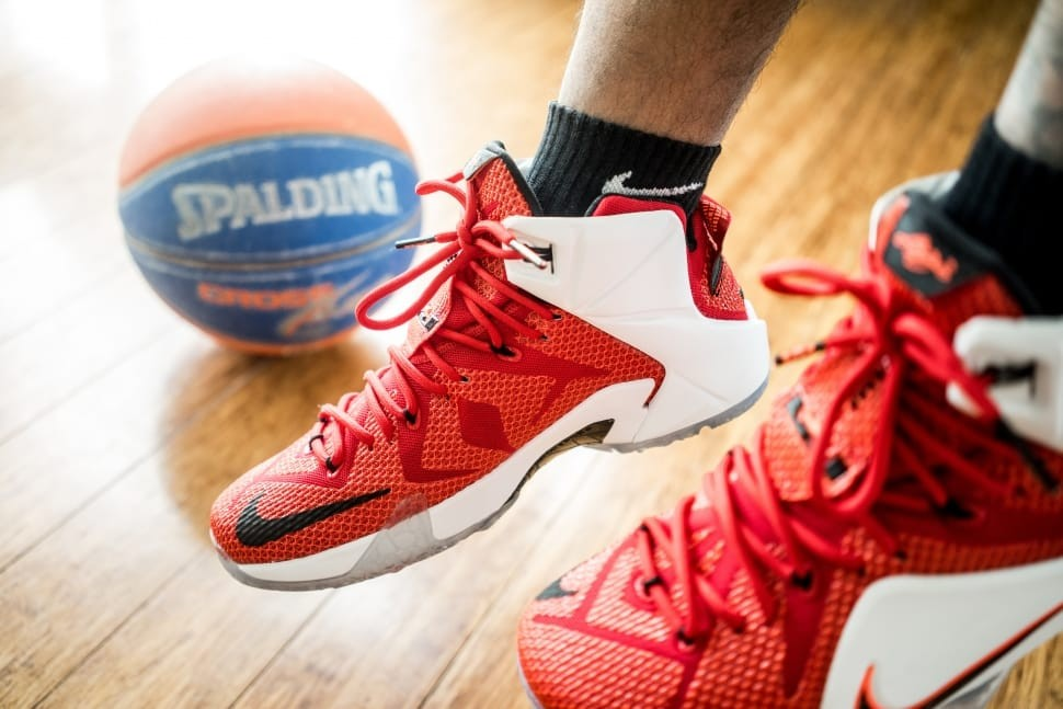 5 Reasons to Wear the Right Shoes In Playing Basketball