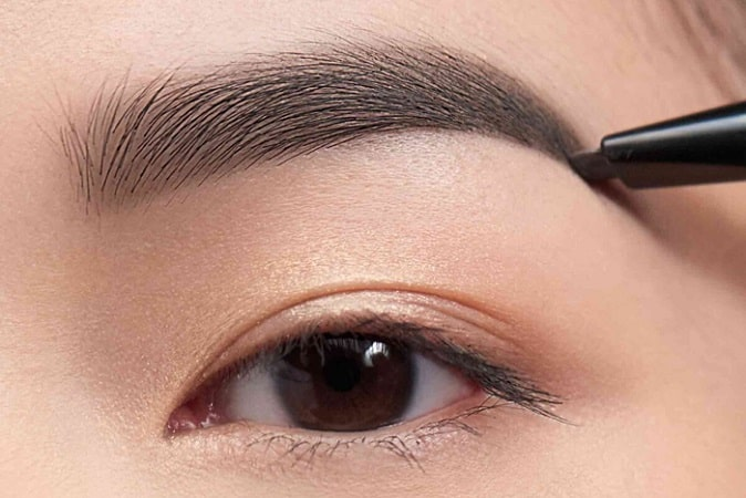 How to Make Your Eyes Look Smaller
