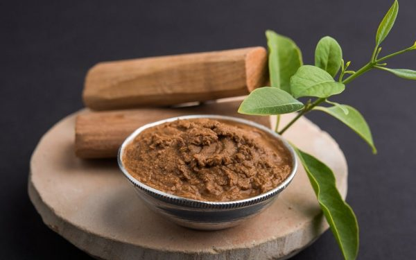 What Are the Benefits and Uses of Sandalwood for Skin?